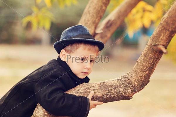 Осенний портрет мальчика