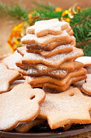 Фотография на тему Домашнее рождественское печенье, посыпанное сахарной пудрой