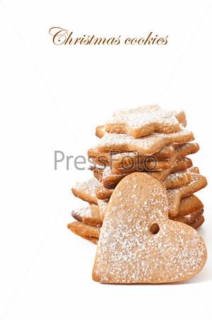 Рождественское печенье, изолированное на белом фоне