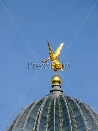Фотография на тему Золотой Ангел на крыше в Дрездене