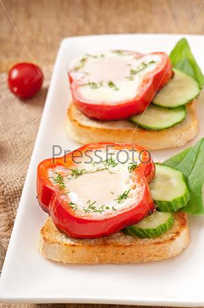 Фотография на тему Сладкий перец на тосте с зеленью