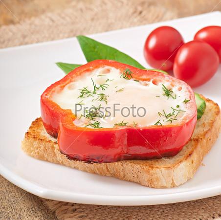 Фотография на тему Омлет в сладком перце на тосте с зеленью