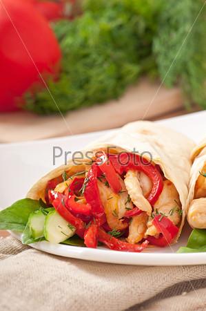 Фотография на тему Лаваш, фаршированный курицей и перцем