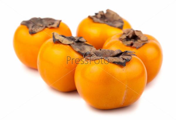 Пять спелых плодов хурмы