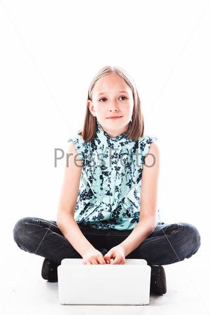 Фотография на тему Маленькая и красивая деловая девочка