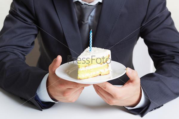 Торт в руках