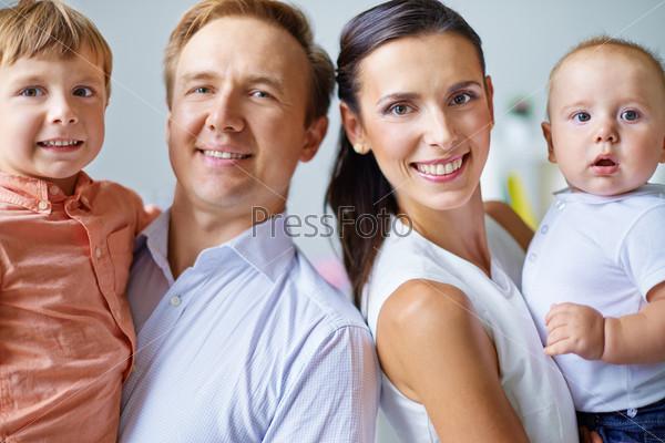 Супружеская пара с детьми