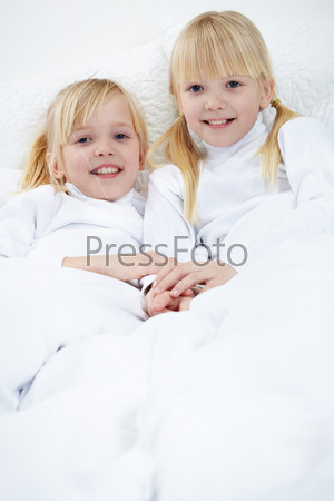 Фотография на тему Сестры-близнецы