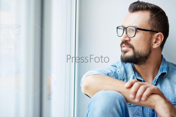 Фотография на тему Задумчивый человек