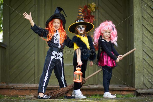 Хэллоуин, девочки на метле