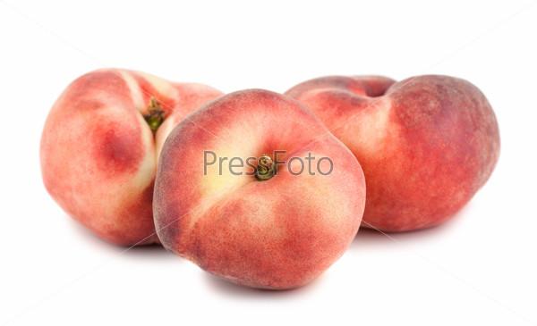 Три плоских персика