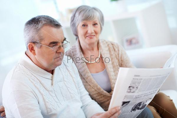 Фотография на тему Чтение газеты