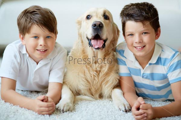 Мальчики с собакой