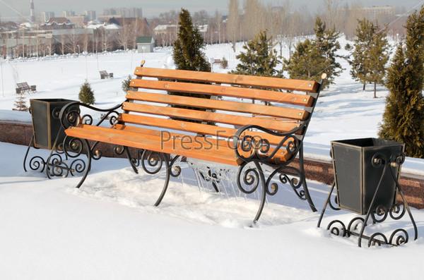 Скамейка в зимнем парке