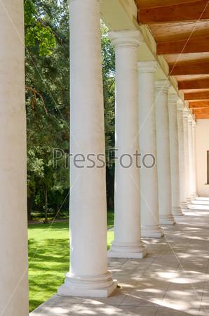 Старый особняк с колоннами