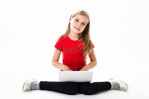 Маленькая и красивая деловая девочка