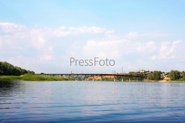 Фотография на тему Солнечное небо и побережье реки, летний пейзаж