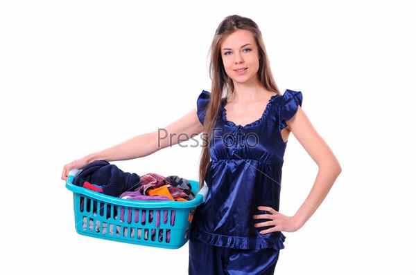 Фотография на тему Девушка с корзиной белья