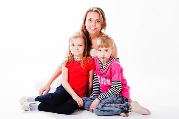 Фотография на тему Молодая и красивая мама с очаровательными дочками
