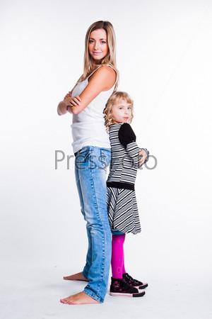 Фотография на тему Молодая и красивая мама с очаровательной дочкой