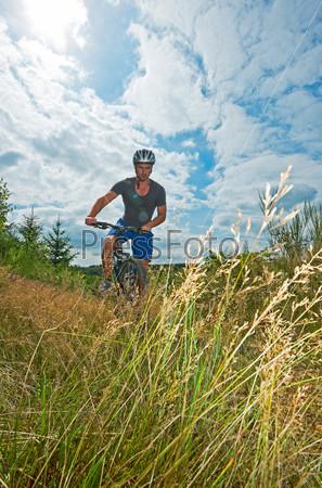 Фотография на тему Мужчина на велосипеде