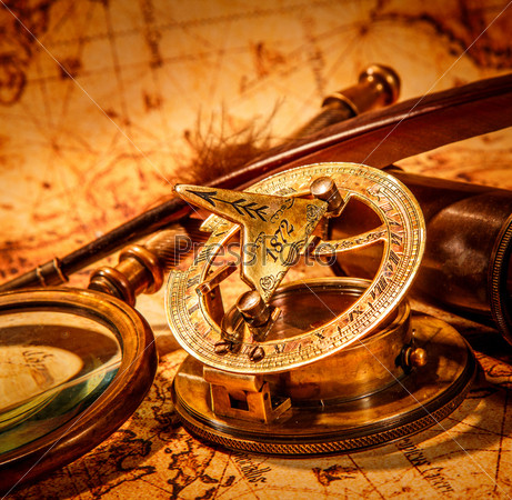 Старинные предметы на древней карте