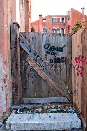 Фотография на тему Венеция, Италия, старые двери