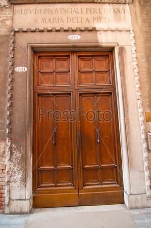 Венеция. Италия. Старые двери