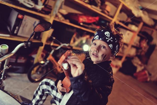 Мальчик-байкер