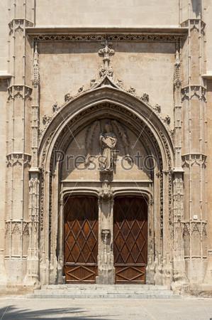 Входной портал памятника Ла-Лонха