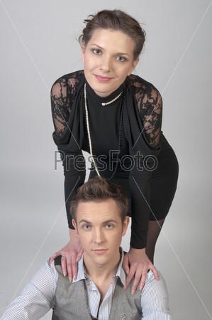 Мужчина и его молодая красивая жена