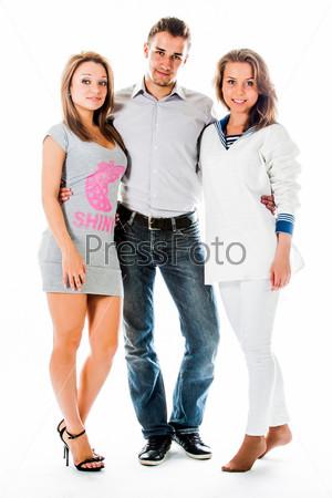 Компания счастливых и красивых молодых людей