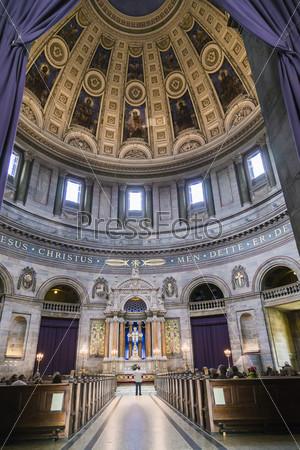 Интерьер собора Святого Фредерика