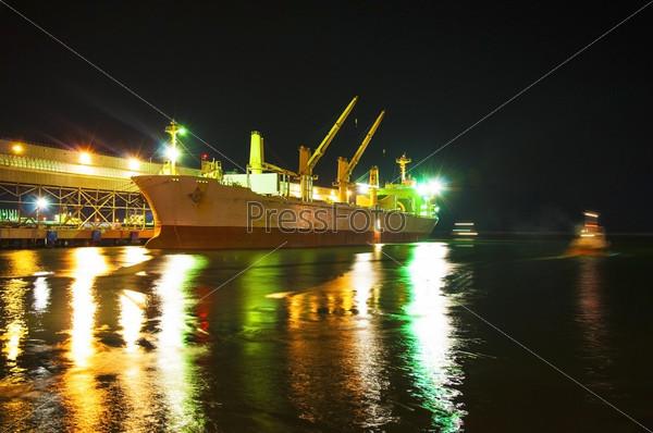 Ночная погрузка в порту-2