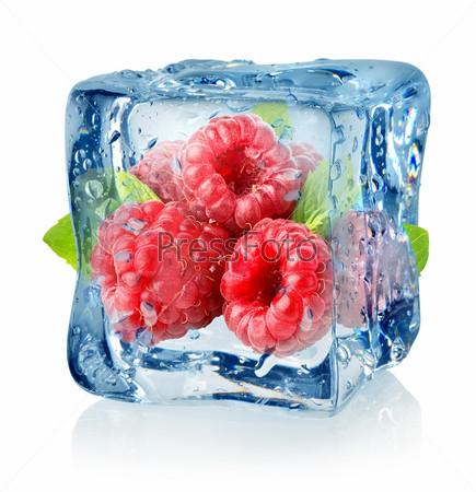 Фотография на тему Кубик льда и малина