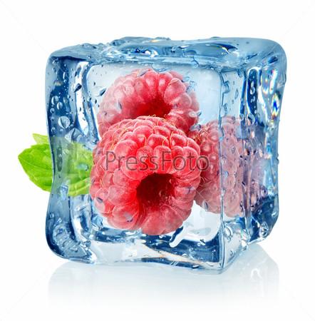 Кубик льда и малина