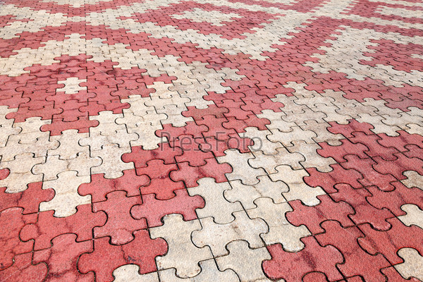 Красно-серая тротуарная плитка в качестве фона