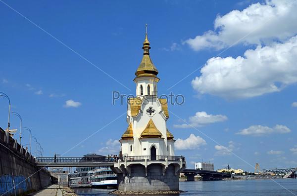 Церковь святителя Николая, Киев Украина - расположена на искусственном острове