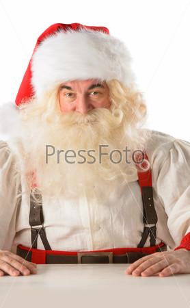 Санта-Клаус сидит за столом