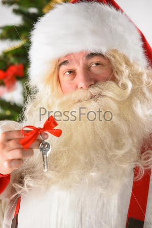 Фотография на тему Санта-Клаус с ключами. Новый год. Новый дом