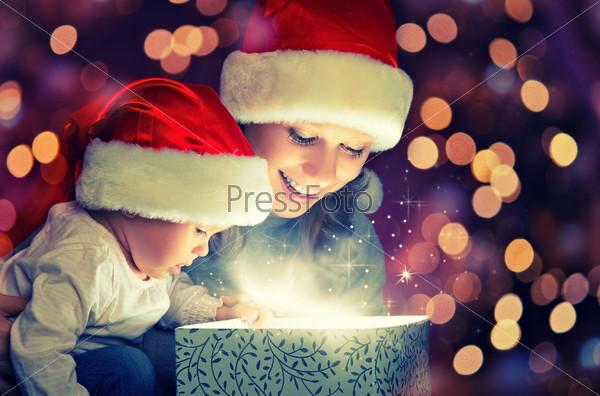 Рождественский волшебный подарок, мать с ребенком