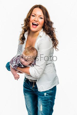 Фотография на тему Молодая красивая мама и очаровательный младенец