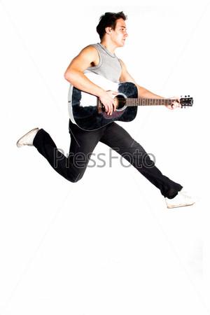 Фотография на тему Молодой мужчина с гитарой в прыжке