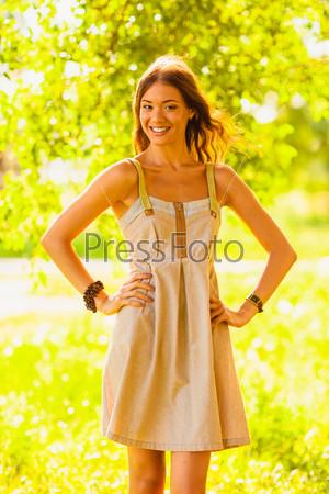 Фотография на тему Счастливая девушка в летнем парке
