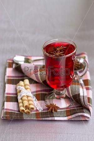 Фотография на тему Красный чай и вафельные трубочки