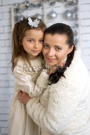Фотография на тему Мама и дочь в зимних платьях