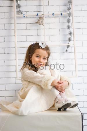 Девочка в зимнем праздничном платье х