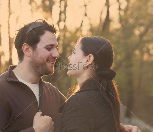 Фотография на тему Счастливая пара в осеннем саду