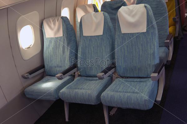 Удобные сиденья в салоне самолета Ту-144