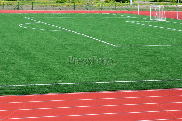 Фотография на тему Искусственный футбольный зеленый газон с белыми линиями